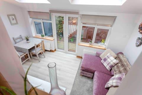 Cosy Heather Cottage, Ashbourne Centre, sleeps 5
