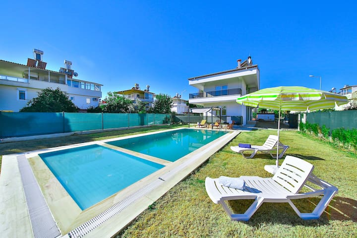 Shared Pool, 40sqm Adults and 10sqm Kids