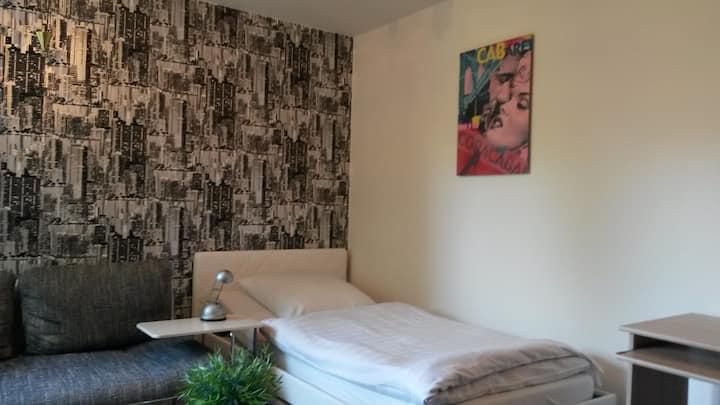 """Zimmer""""3"""" +schöner Gartenbereich u. Küchennutzung"""