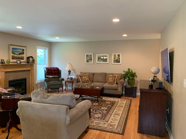 Reclining Leather Loveseat, Microfiber Sofa, Comfy chairs and Gas fireplace, plus big screen tv