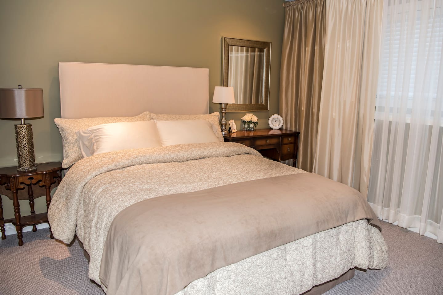This is a brand new queen bed and very comfortable.  We offer various levels of comfort in pillows too.