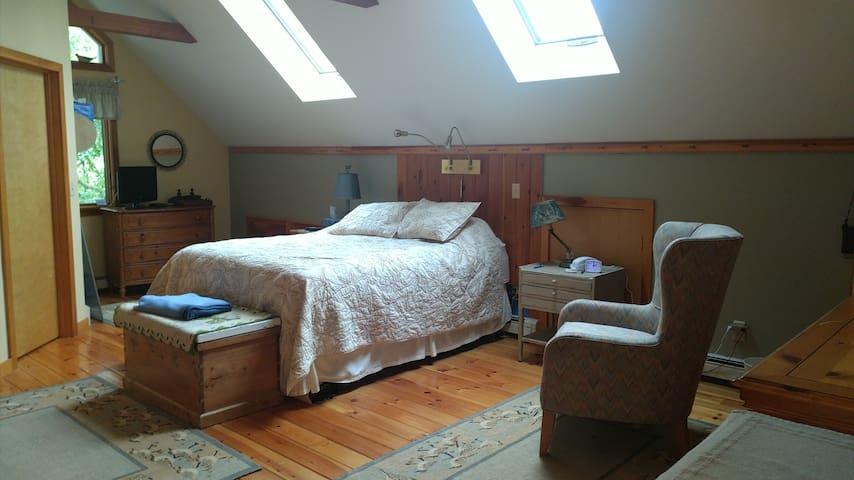 Master bedroom (over the garage), queen bed, full bath