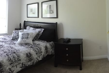 Private bedroom & bath close to the Historic Plaza - Sonoma - Rivitalo