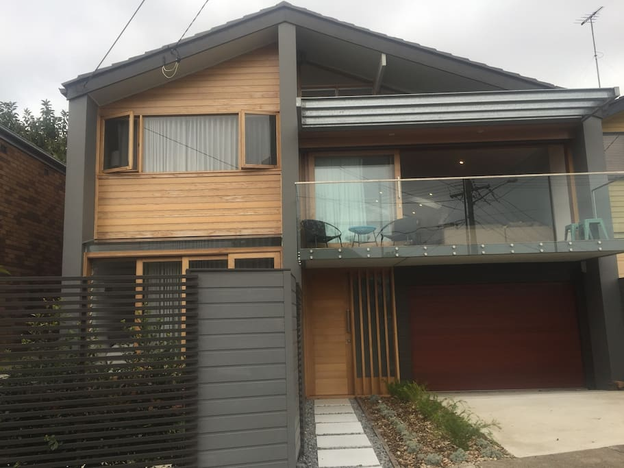 Free standing house with garden deck & courtyard, plus large balcony, living areas open all the way through to the rear