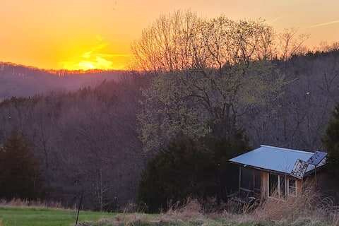 Moon-Rise Cabin -Serene and Unique off Katy Trail