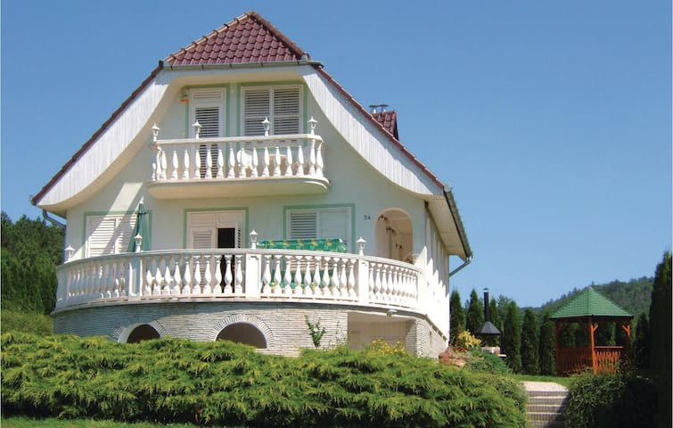 Holiday cottage with 4 bedrooms on 100m² in Vonyarcvashegy