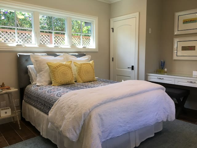 Beautiful, Bright, and Comfy Cottage