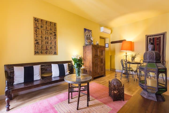PortaPalace Saffron Apartment