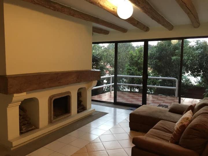 Preciosa casa con chimenea