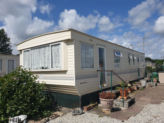 6 berth caravan near beach, and historic places.