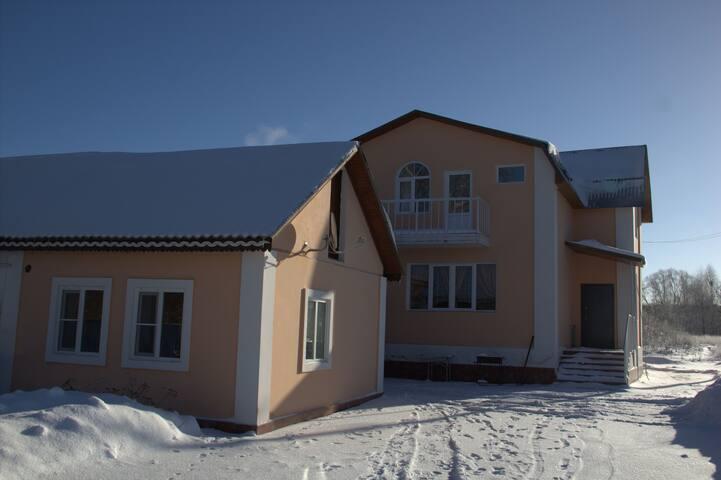 Рядом   музей-усадьба Л.Н. Толстого - Rumah