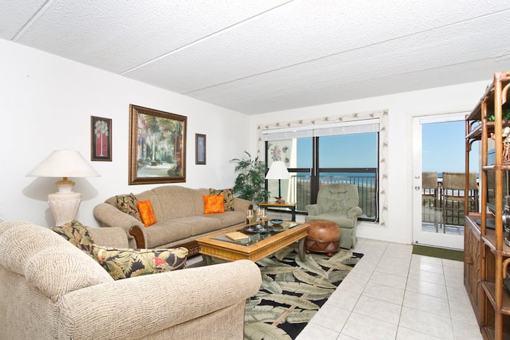Sunny Beachfront 1 Bedroom Condo w/ Best View