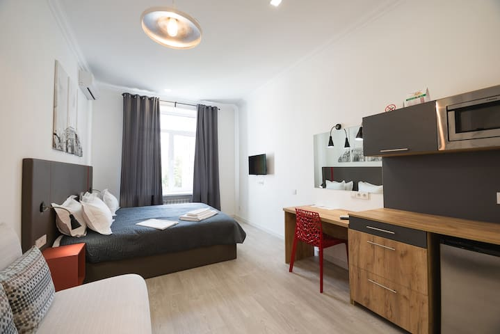 Studio street view apartment with shower ID993