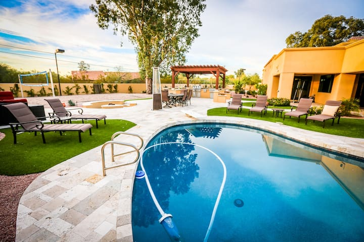 5BR Escape w/ Sand Volleyball, Pool & Opt'l Casita