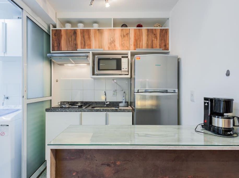 Cozinha completa: geladeira duplex, fogão, microondas, exaustor