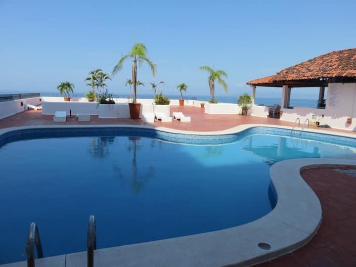 Brisas Del Mar, Zona Romantica, 1 block from Beach