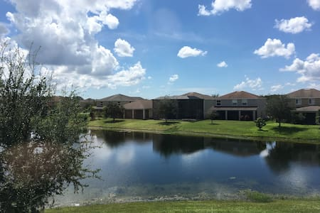 Lake view with private Bathroom - Lehigh Acres