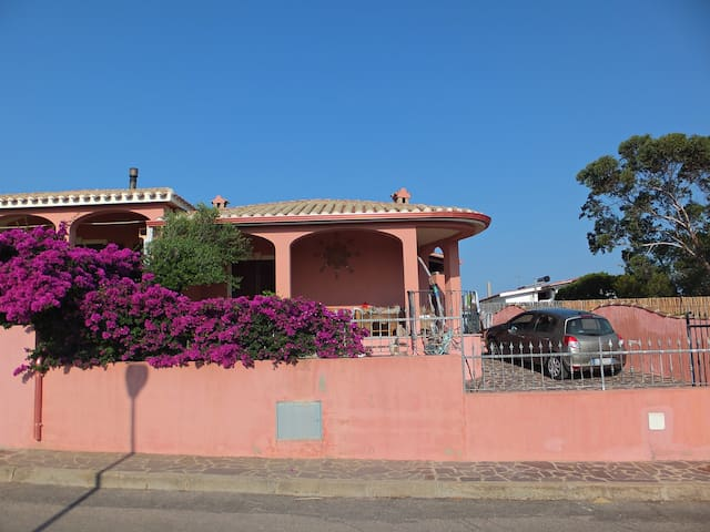 Pink house few steps from the sea - Calasetta - House