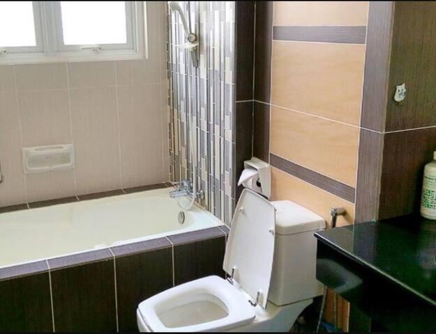 4 bedroom Seaview Condominium - George Town - Apartmen