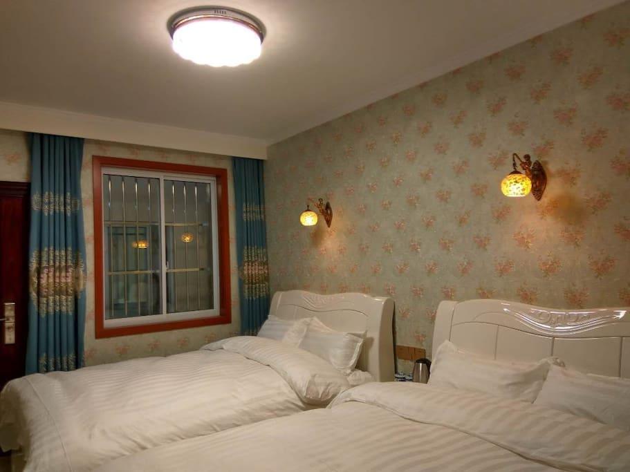 南北通透的双床房