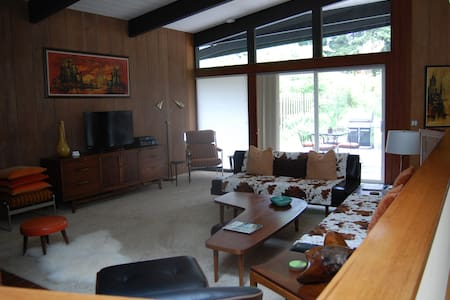 Mid Century Modern Home in Redwoods - 一軒家