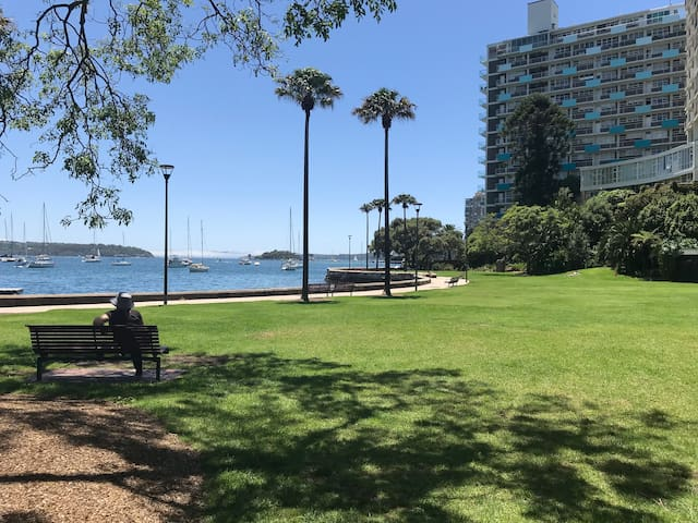 Harbour views, close to CBD 1 bed Elizabeth Bay