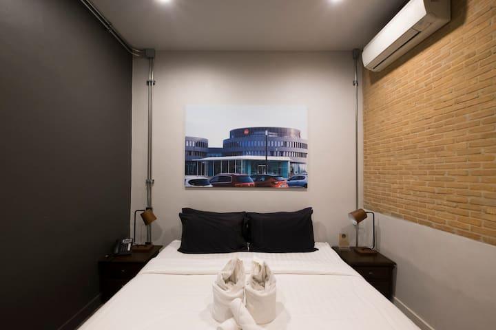 IRON32 20SQM Room with no Window near Night Bazaar