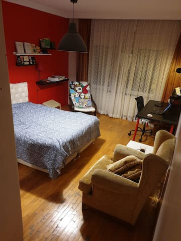 Cosy private room + wifi + Ataturk Airport layover