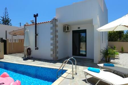 ★Villa Balos, private pool-parking-wifi-fully eq