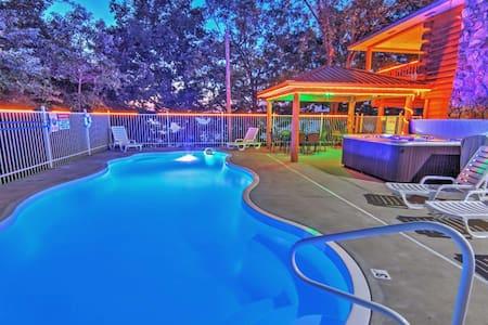 6BR Sunrise Beach Private Home w/2 Pools,Hot Tub - Missouri
