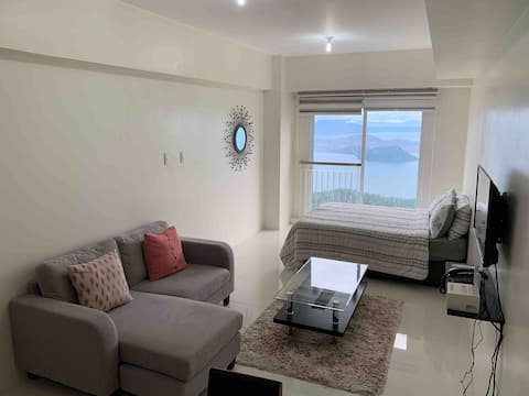 Beautiful Modern Studio in the Heart of Tagaytay