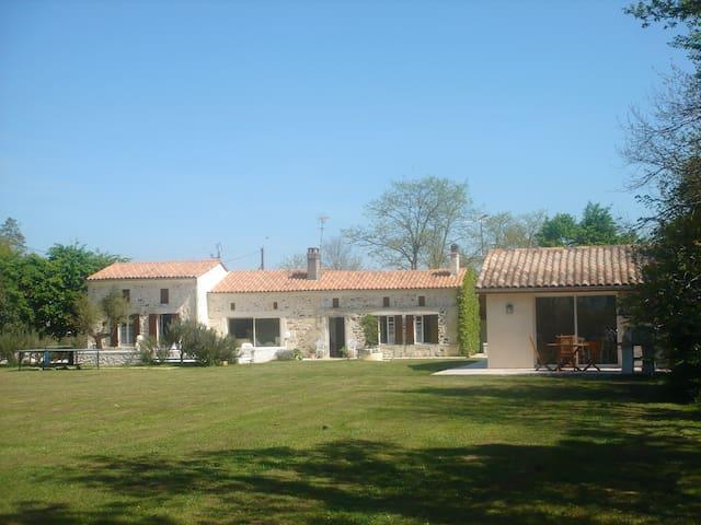 Au Bois Joli (Gîte Ti-Libellule) - Montlieu-la-Garde - Apartamento