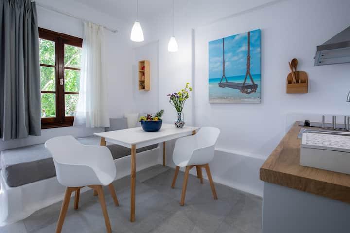 *NEW* Superior Luxury Apartment in Naxos Centre!