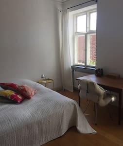 Stort charmerende dobbeltværelse i Sorø centrum - Sorø - 公寓