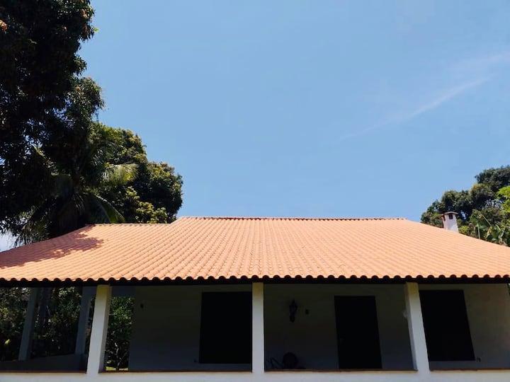 Casa com 4 quartos bem próxima à Praia
