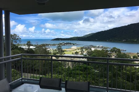 King bed or 2 singles with ensuite - Airlie Beach