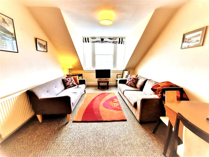 Spacious city centre apartment with stunning views