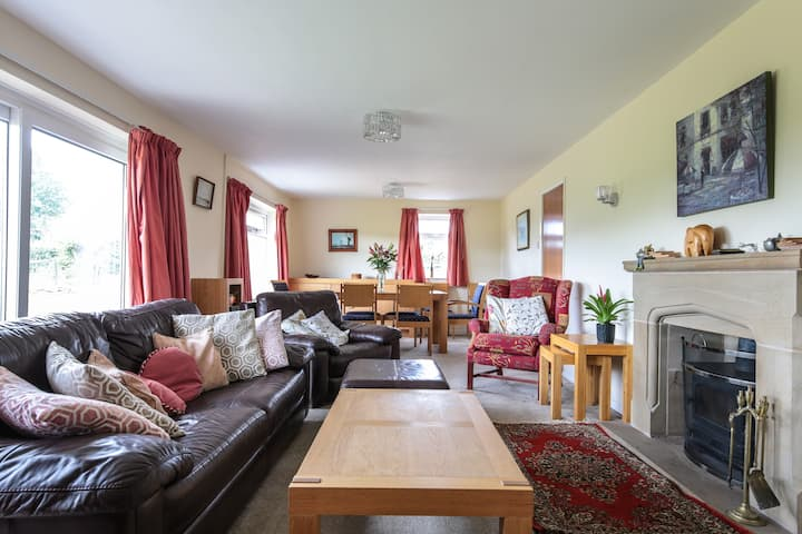 Entire home sleeps 7, close to Chester and Deeside