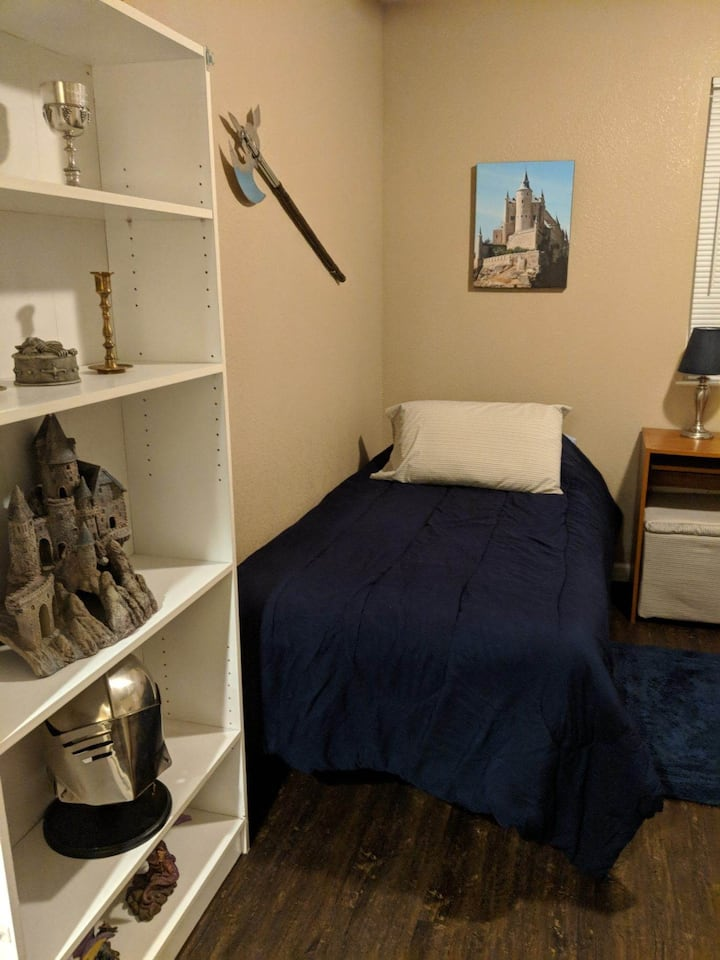 Private Room and Breakfast (Camelot - Room #2)