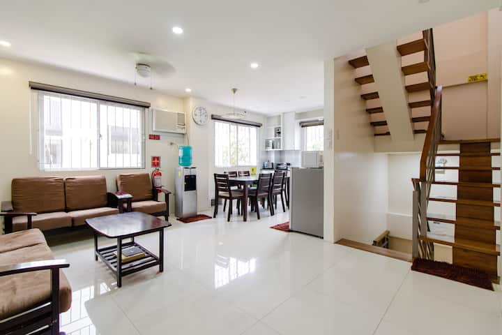 Spacious 4br 3t B 2 Car Garage Near Naia And Bgc Townhouses For Rent In Taguig Metro Manila Philippines