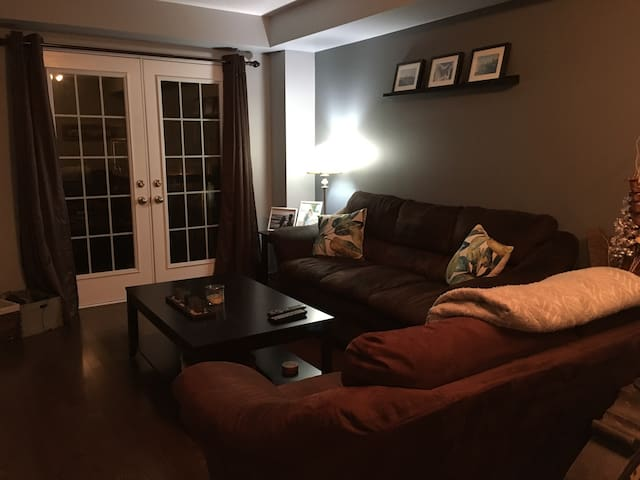 Cozy private room with parking! - Oakville - Townhouse