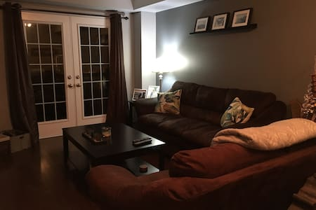 Cozy private room with parking! - Oakville - Rivitalo