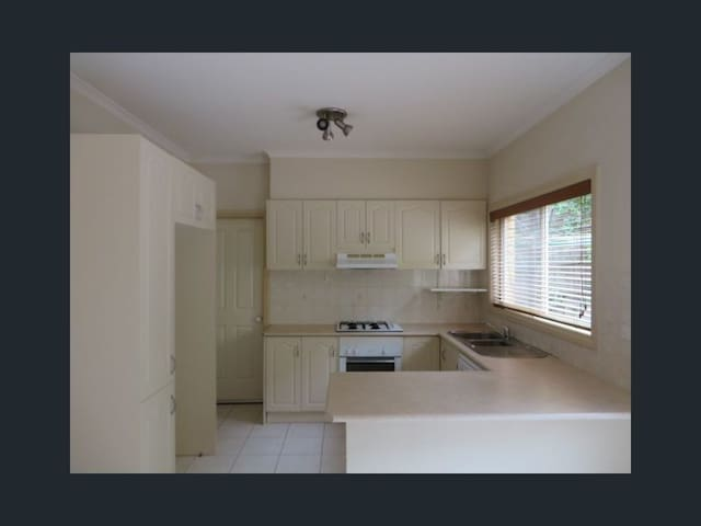 close to train station & Westfield Shopping Center