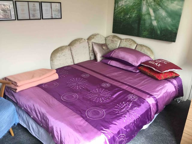 An overnight stay in Witney. From 8pm till 8am.