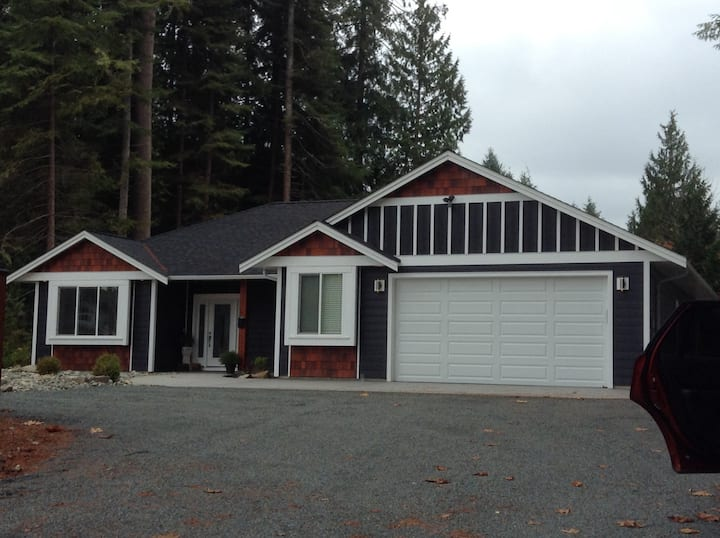 Qualicum Beach Home in Private Setting