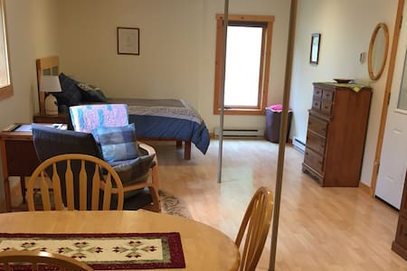 Secluded and Cozy Studio near Whitefish Trail