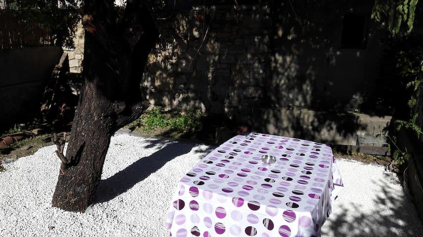Studio neuf jardin 10 min plages - Toulon - Hus
