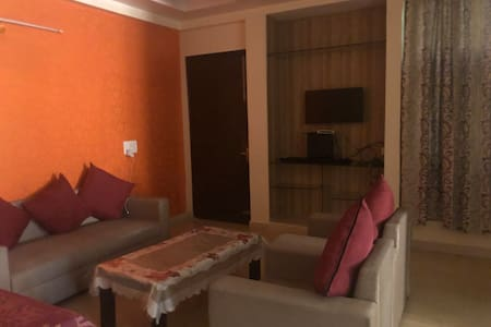 Large 3BHK in sahibabad good for marriage stays