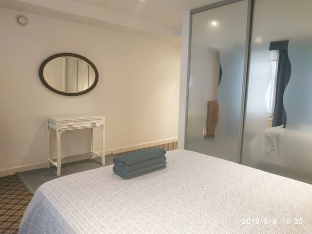 En suite room Westminster double bed and 1 sofabed