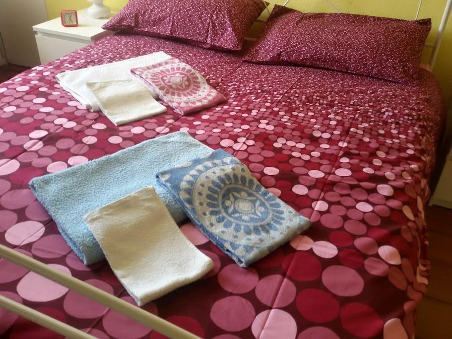 Lenzuola e set di 3 asciugamani